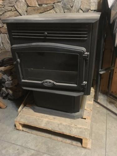 2500 pellet stove new display model